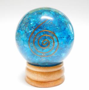 Bilde av Blue Crystals Orgonite Sphere with copper coil