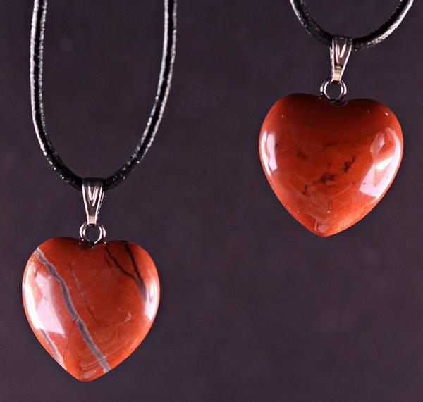 Bilde av Hjerteanheng, lite, rød jaspis