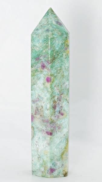 Bilde av Obelisk av fuchsitt med rubin og kyanitt