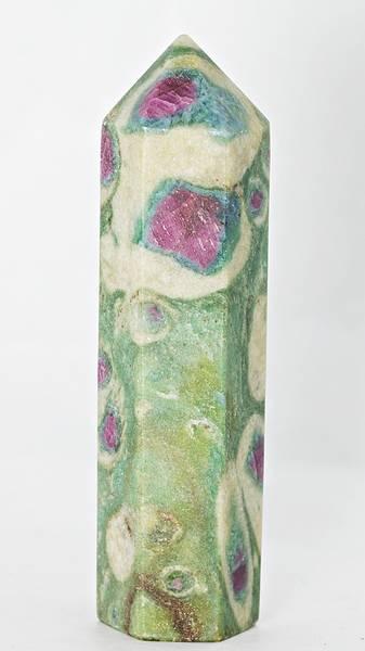 Bilde av Obelisk av fuchsitt med rubin