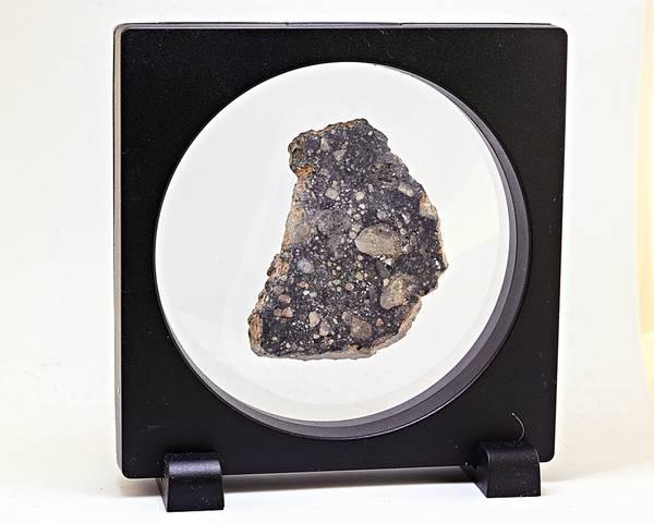 Bilde av Månemeteoritt, 54,37 gram, saget
