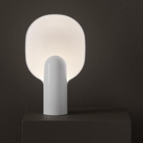 Bilde av Ware Table Lamp Milk White Acrylic