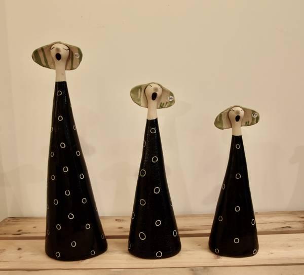 Bilde av Ingeborg R. Lejon - Syngedame, svart med prikker