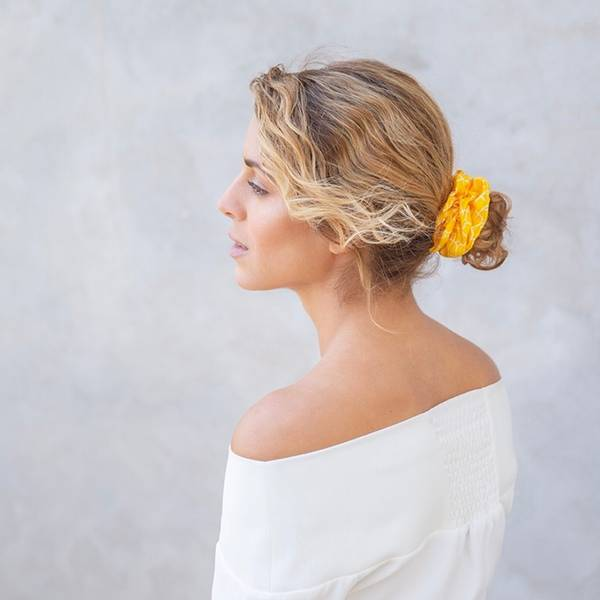 Bilde av Hermine HoldIsabella Silk Scrunchie Yellow/White