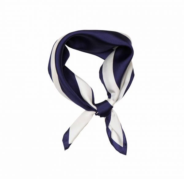 Bilde av Hermine Hold Signature Silk Scarf White Blue