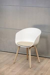 Bilde av AAC 22 Chair Hvit/Eik