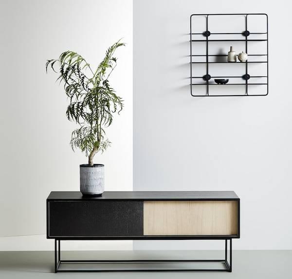 Bilde av Virka skjenk Lav - Svart/Eik - Woud Design