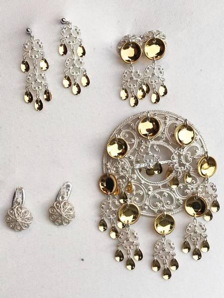 Bilde av Sølvpakke i hvitt sølv med gullforgylte blad