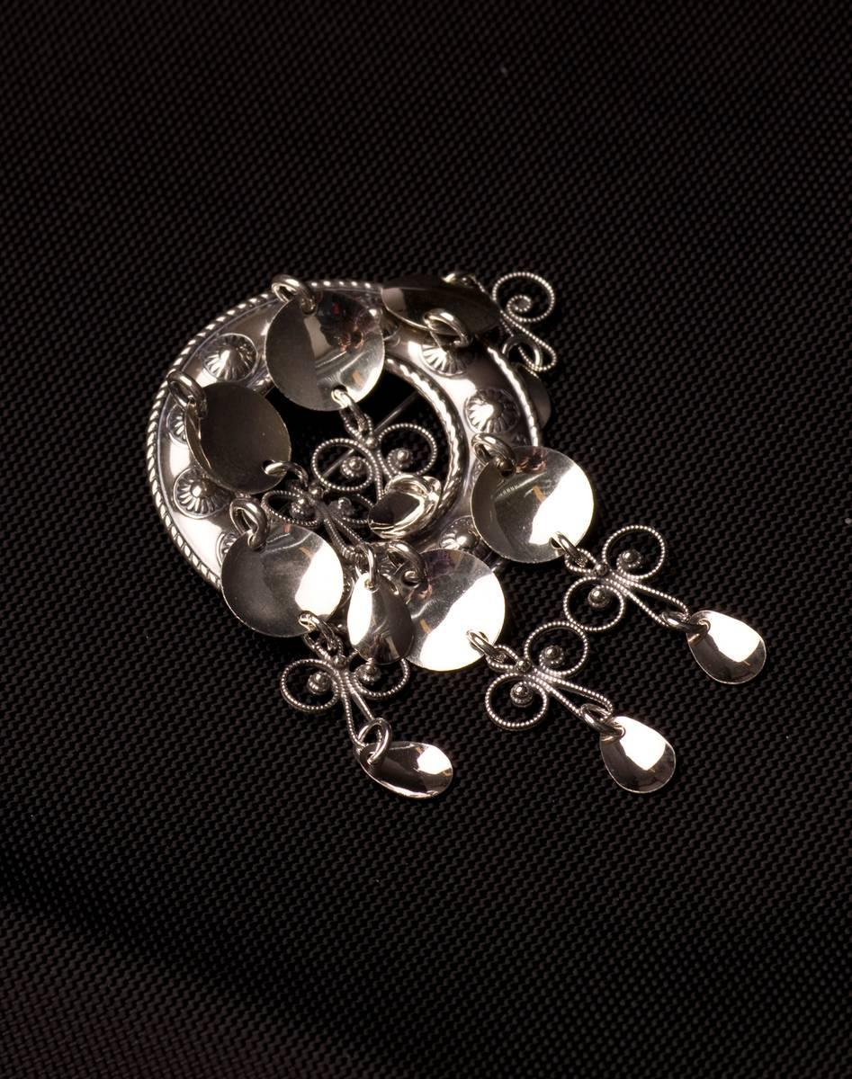 Barnesølje med løv i oksidert sølv - Bunadsølv - 66007