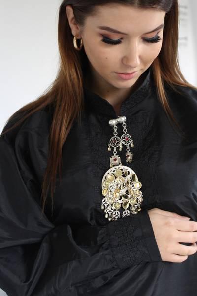 Bilde av Maud sort bunadsskjorte