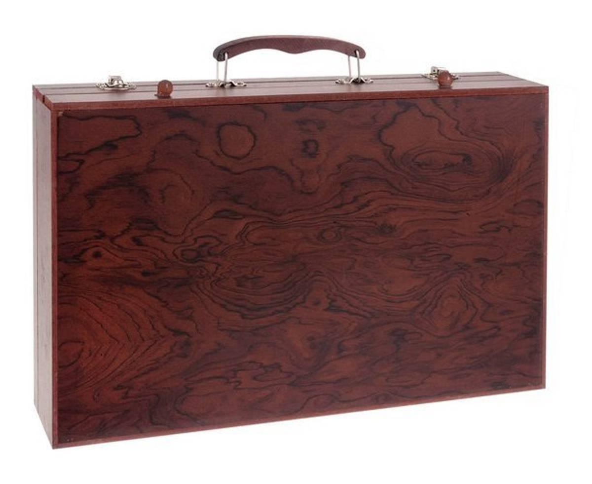 Koffert full av tegne og malersaker