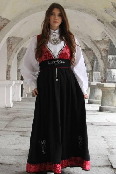 Bilde av Rød Tora festdrakt - Antrekk