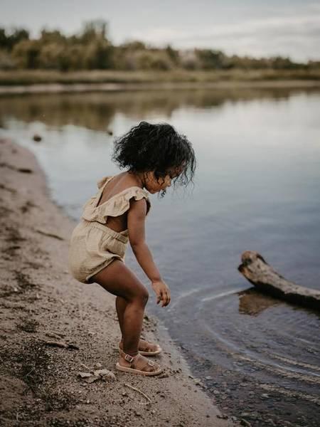 Bilde av Romper - The Simple Folk - Økologisk Musselin - Sand