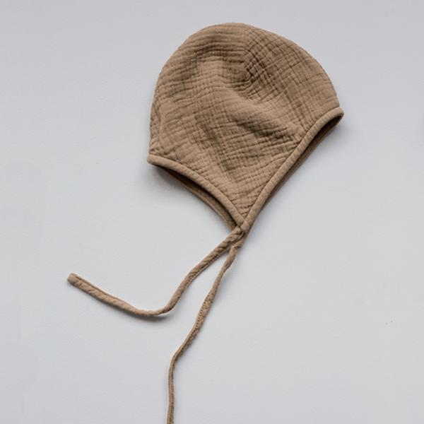 Bilde av Baby Bonnet - The Simple Folk - Økologisk Musselin - Camel
