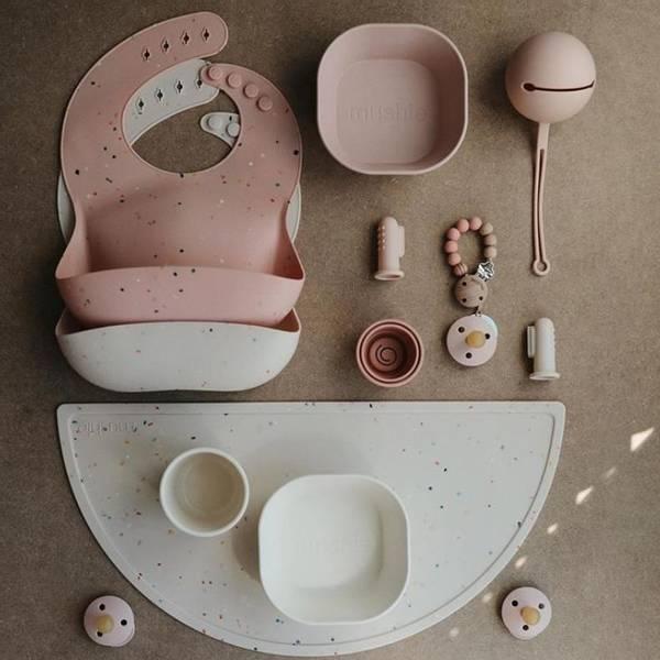 Bilde av Spisebrikke Silikon - Mushie - Powder Pink Confetti