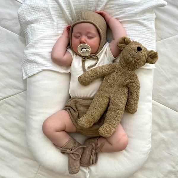 Bilde av Baby Bonnet - The Simple Folk - Økologisk Musselin - Sand