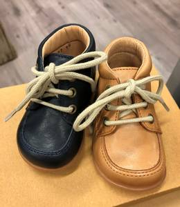 Bilde av Starter sko i camel fra pom pom
