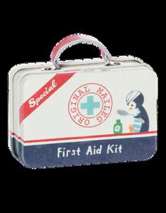 Bilde av Metallkoffert first aid kit fra Maileg
