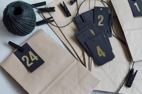 Bilde av 25 pakker | Tall 1-24, sort/gullskrift