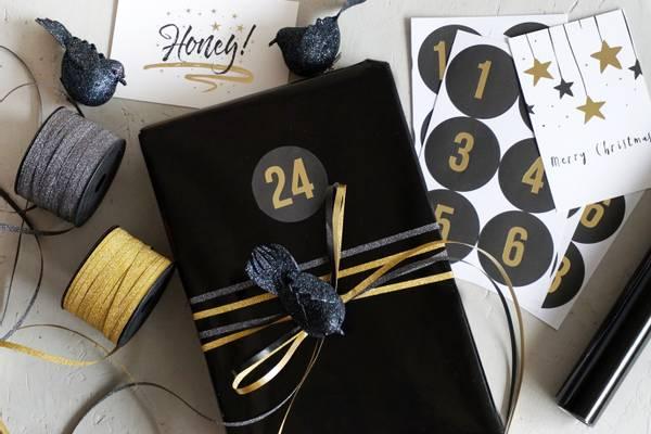 Bilde av 25 pakker | Tall 1-24, sort/gullskrift,