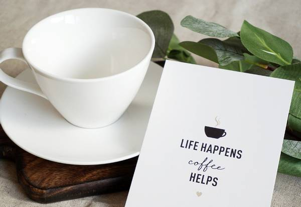 Bilde av 50 stk | Life happens, coffee helps | 10x15 cm