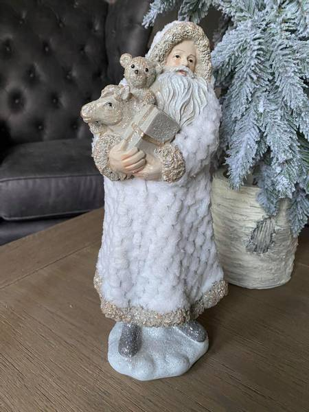Julenisse med pelsfrakk og leker