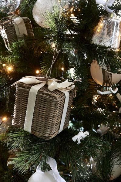 Rustic Rattan Christmas Present M