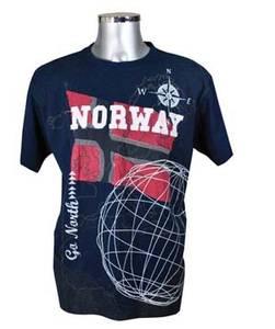 Bilde av T-skjorte - Norsk flagg og patchwork - Mørkeblå