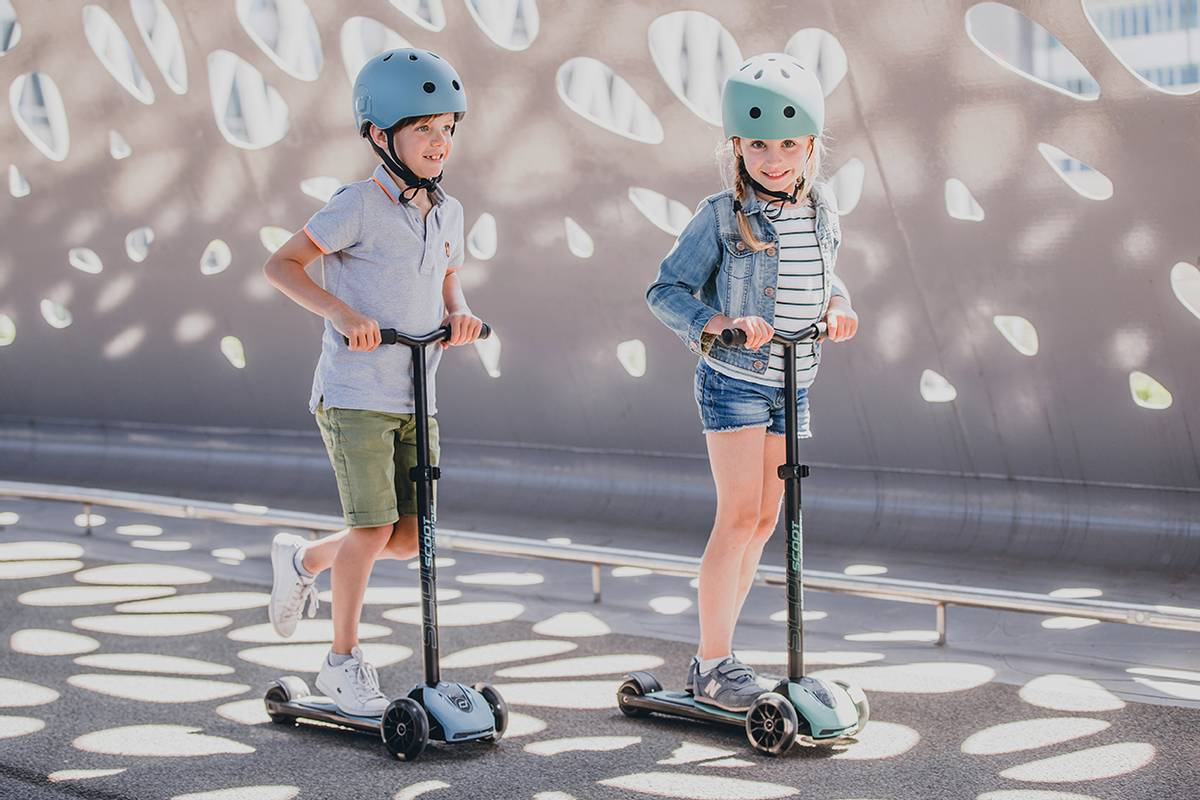 Scoot & Ride Highwaykick 5 LED - forest