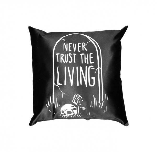Bilde av Never Trust The Living -