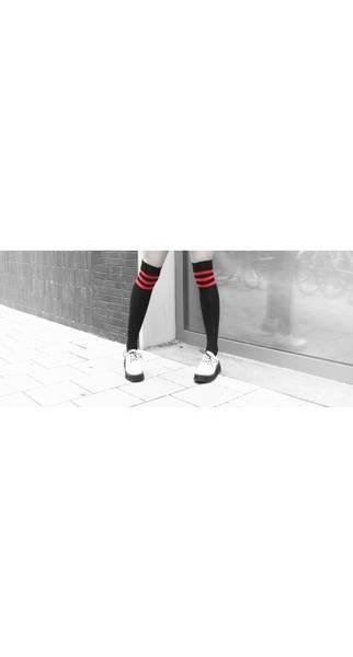 Bilde av Over knee red stripes socks