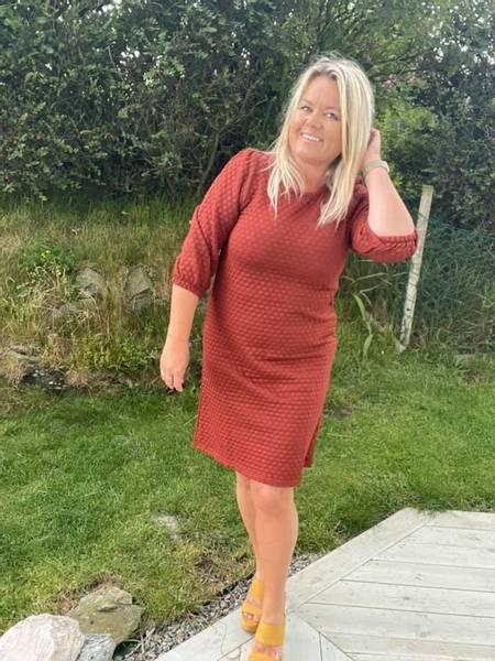 Bilde av Bobble dress Brandy Brown