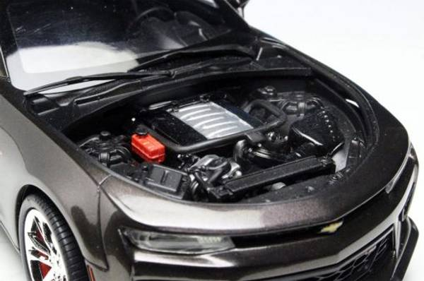 AMT1035M - 2017 Chevrolet Camaro FIFTY Anniversary 1:25