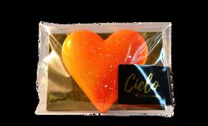 Bilde av hjertesjokolade med nougat, kakaonibs krisp og