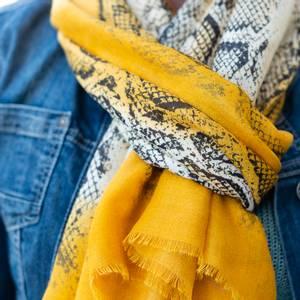 Bilde av Skjerf med snakeprint - gul