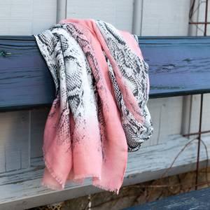 Bilde av Skjerf med snakeprint - rosa