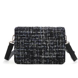Bilde av Veske HILLEVI clutch i tekstil - svart