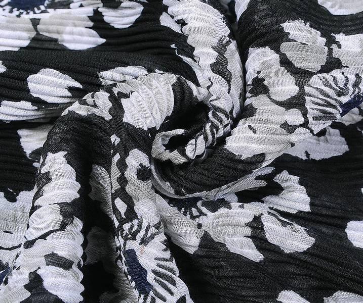Sort plissert blomster skjerf