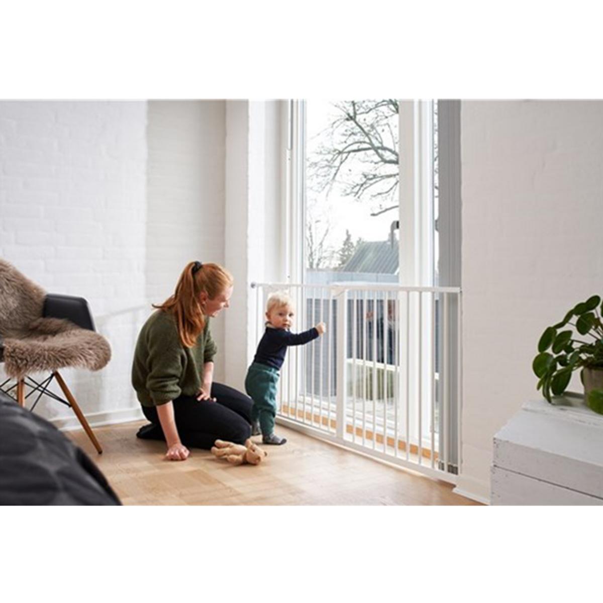 BabyDan Asta Sikkerhetsgrind   Wide 151 cm   Trykkmontert   Hvit