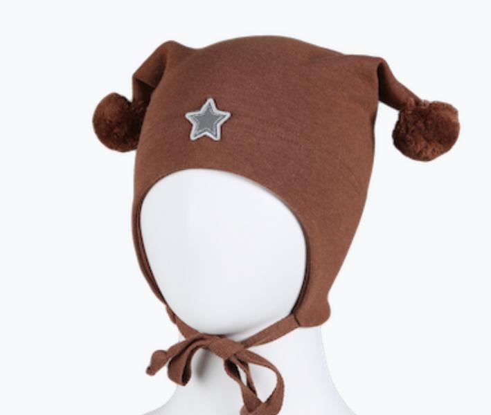 Kivat, brun bomullslue med stjernerefleks og dusker