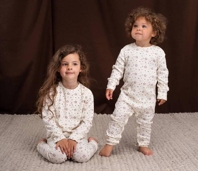 Gullkorn design, Stine Sofie baby pysjamas varm hvit