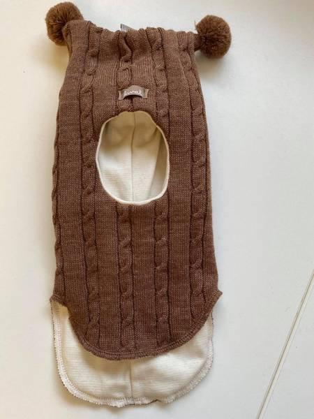 Kivat,  brun hettelue i ull med fletter og dusker