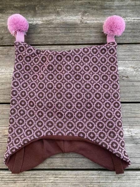 Kivat, brun/rosa mosaikk knytelue i ull med rosa dusker