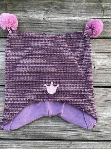 Kivat, rosastripet knytelue i ull med dusker
