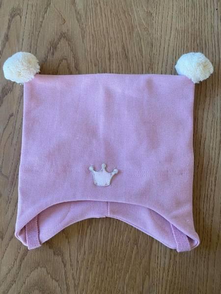 Kivat, rosa bomullslue med prinsessekrone og dusker