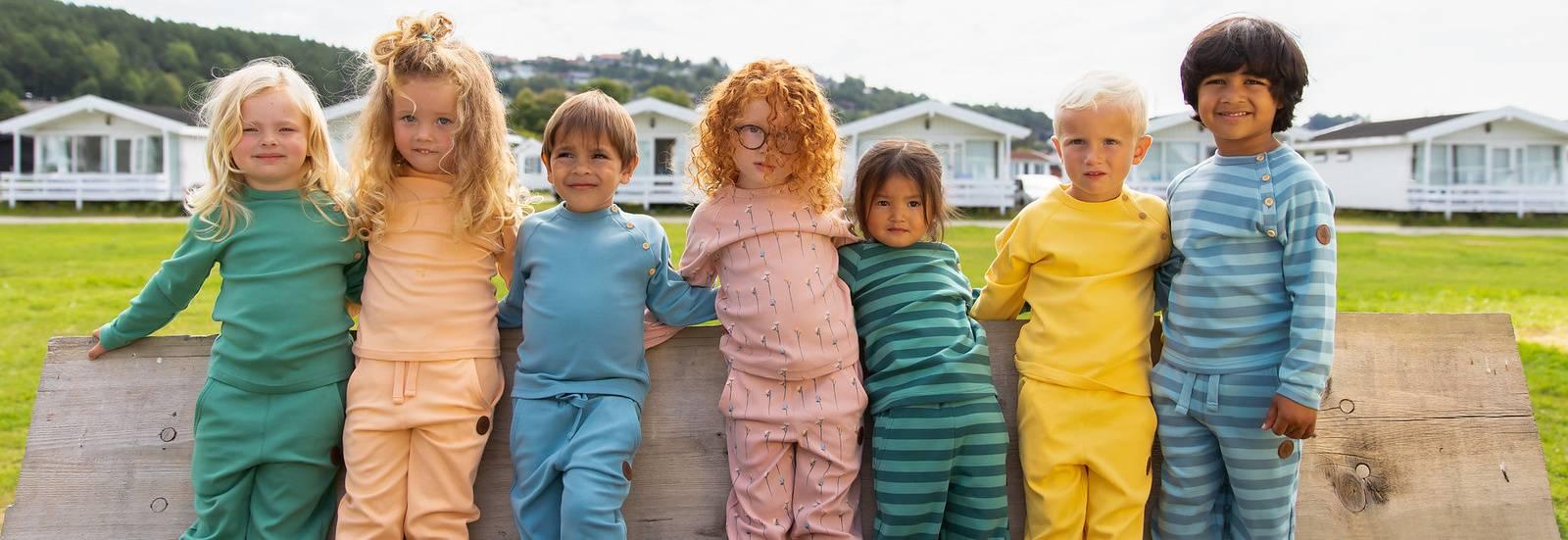 Her finner du et univers av barneklær, babyklær og barnesko.