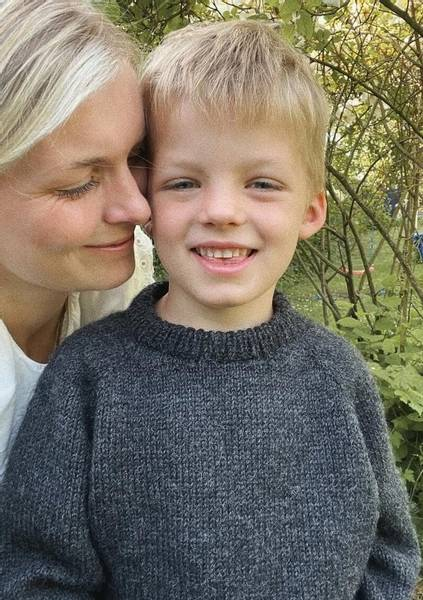 Hansholm Sweater Junior PetiteKnit oppskrift*