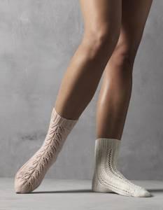 Bilde av 4505 Sokker i Hot Socks Pearl kasjmir oppskrift Cewec*