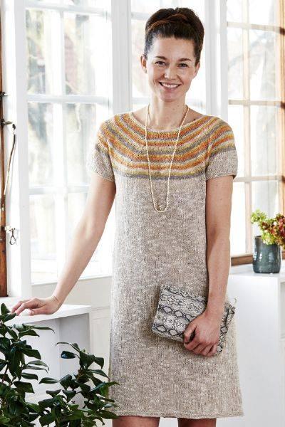 898048 Scarlet kjole med striper Permin mønster
