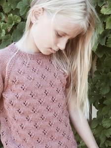 Bilde av Rigmors sommerbluse Junior i Duo Petitekinit strikkepakke